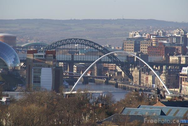 Newcastle upon tyne skyline c freefoto com
